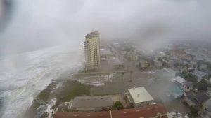Rekaman CCTV Saat Badai Matthew Menghantam Hotel di Pantai pesisir di Amerika Serikat.